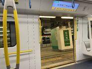 MTR R Train door 13-10-2021(1)