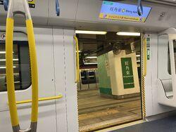 MTR R Train door 13-10-2021(1).JPG