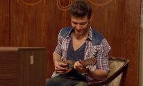 Jack spielt Ukulele
