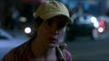 Mujer de la gorra amarilla-610