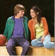 Troy-y-gabriella-high-school-musical-7