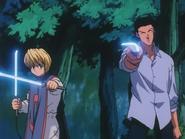 Kurapika and Leorio draw their weapons