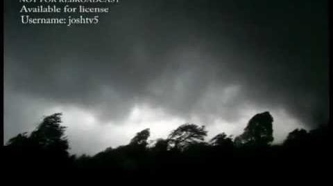 Tornado F5 Video, Very Close & Roaring Pass, April 27th 2011 Super Outbreak, Phil Campbell, AL