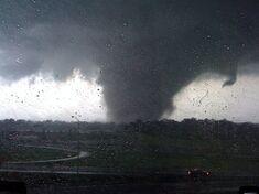 Tornado near peak strength at 4:32 PM.