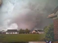 Tornado near peak strength at 3:47 PM.