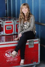 Jennette sitting 2011.jpg