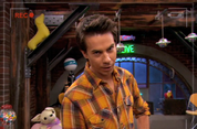 Freddie zooms in on Spencer iptn.png
