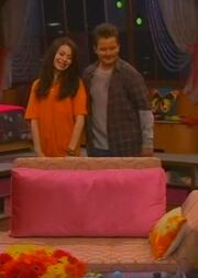 ICarly S04E01-iGot a Hot Room.HDTV-(030523)09-20-19-.jpg