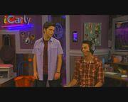 ICarly S04E06.7-iStart a Fan War.HDTV-(008972)11-38-30-.jpg