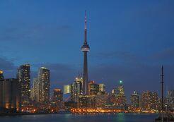 800px-Toronto - ON - Skyline bei Nacht.jpg