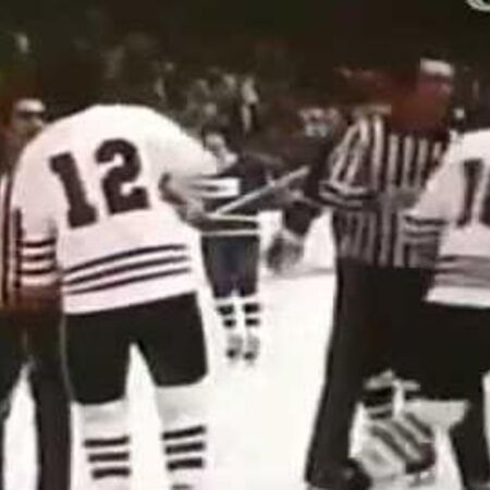 NHL Action Vancouver Canucks @ Chicago Blackhawks (Mar. 16, 1975)