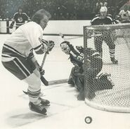 1974-Apr15-Game5-Sentes-Cheevers