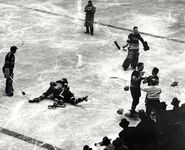 1941-Jan-NYR-Hawks fight