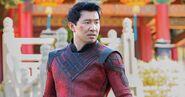 Simu-Liu-como-Shang-Chi-em-TRAILER-DE-Shang-Chi-e-a-Lenda-dos-Dez-Aneis