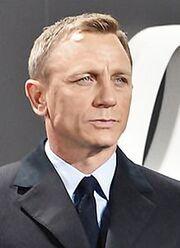 Daniel Craig - Film Premiere -Spectre- 007 - on the Red Carpet in Berlin (22387409720) (cropped).jpg