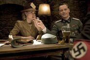 Michael Fassbender lits Diane Kruger's cigarette