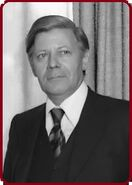 Bundesarchiv Bild Helmut Schmidt 1975 crop and randed