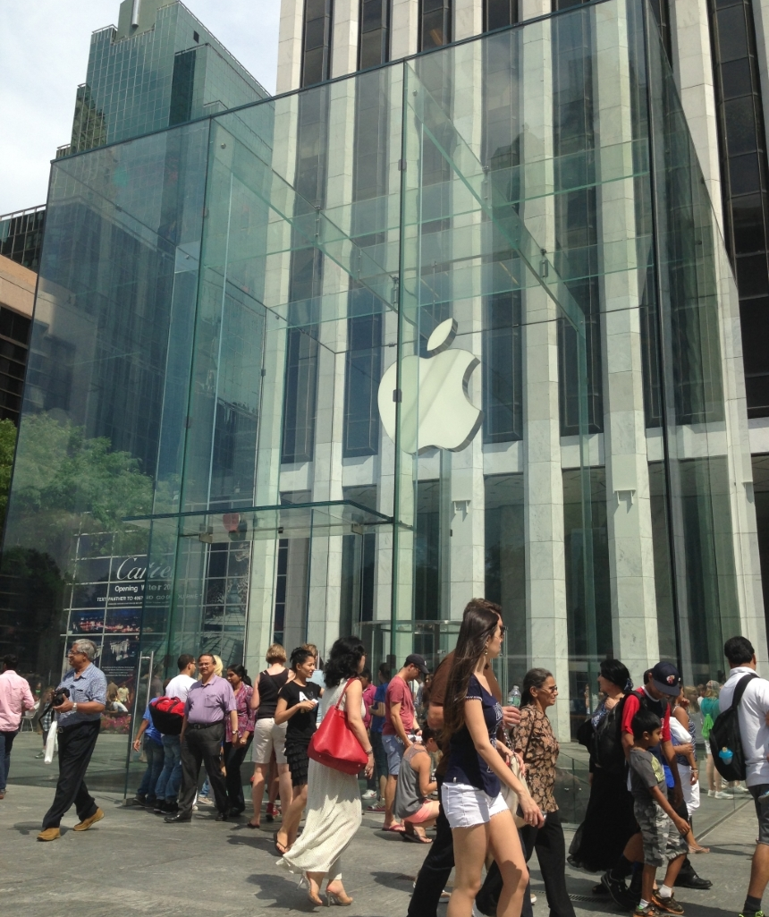 Apple Store daytime 5th Ave NYC retrofitted.png
