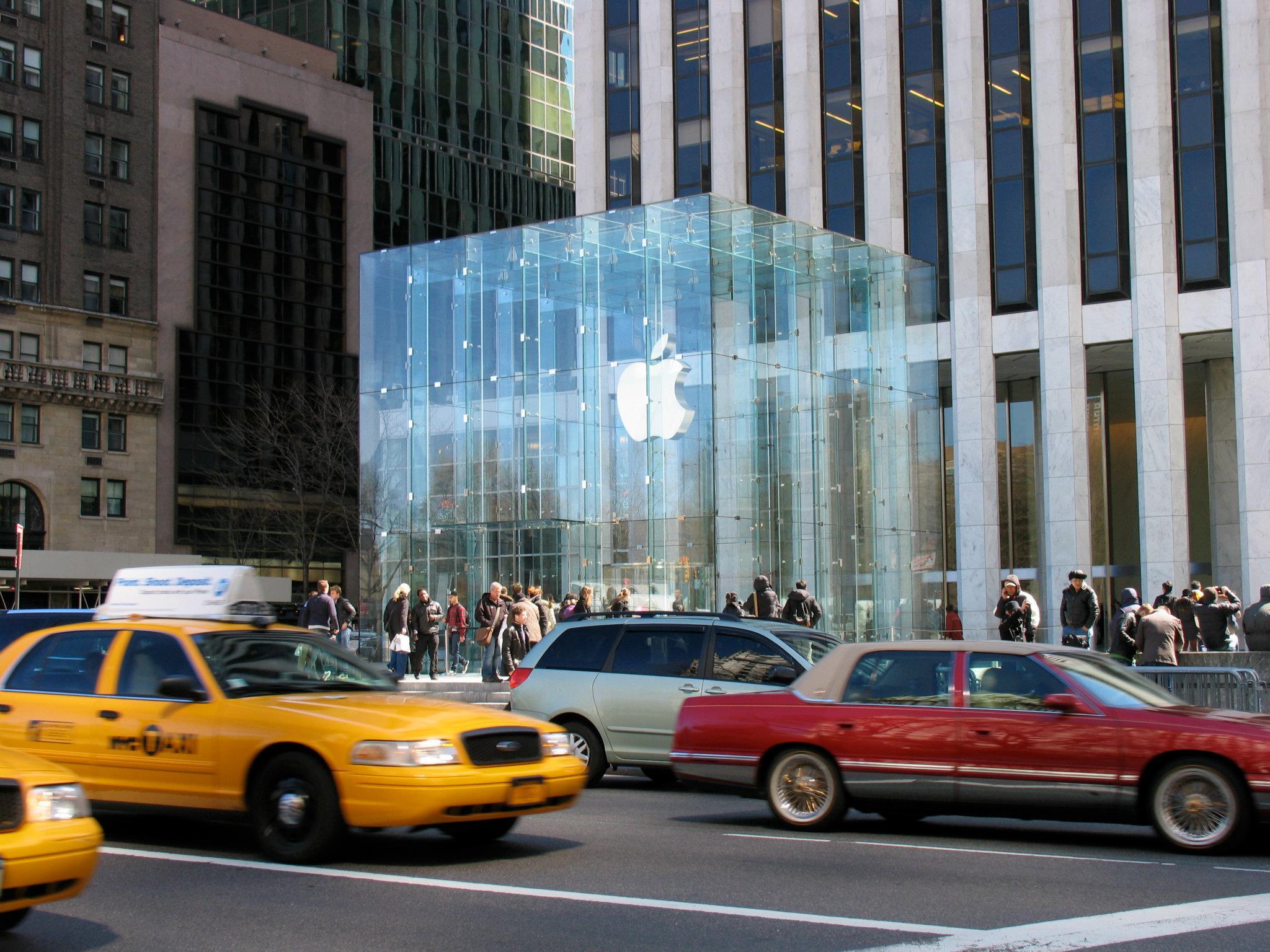 Apple Store traffic 5th Ave NYC.jpg
