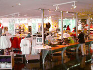 Apple Company Store interior 1997