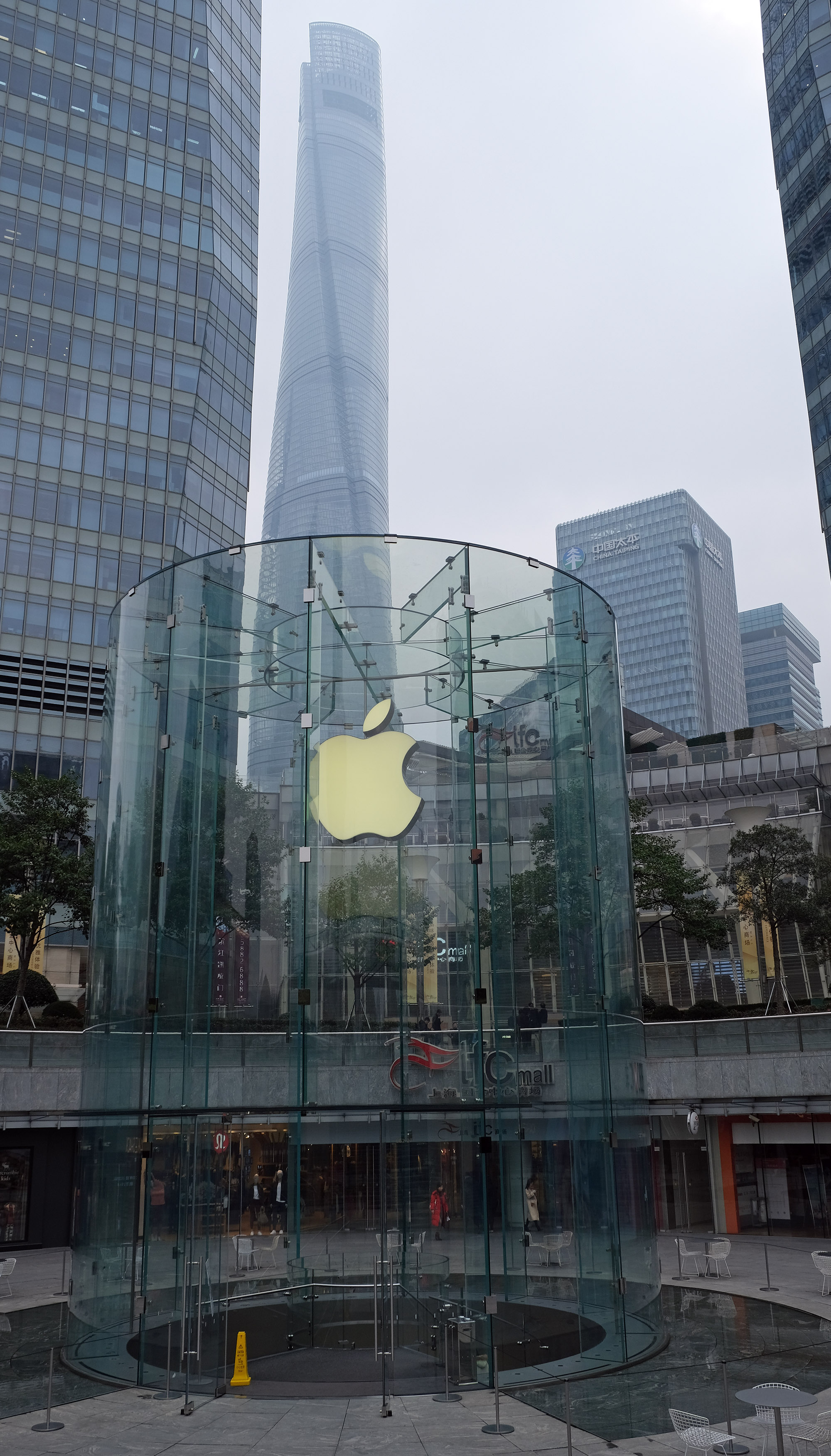 Apple Store in Pudong, Shanghai, China.jpg