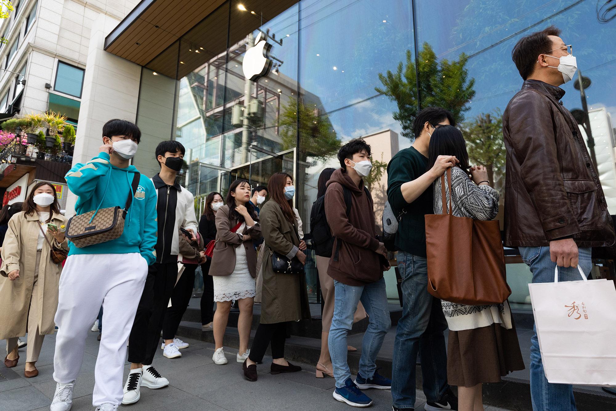 Apple Store reopening Seoul, South Korea.jpg