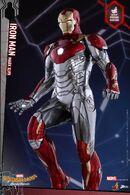 Spider-Man-Homecoming-Power-Pose-Iron-Man-003