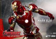 Hot-Toys-Avengers-2-Age-of-Ultron-Iron-Man-Mark-XLIII-03