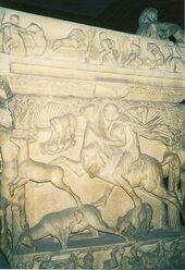 410px-Detail sarcophagus Istanbul Arkeoloji Muzesi.jpg