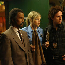 9x09 The Gang Makes Lethal Weapon 6 - 6.jpg