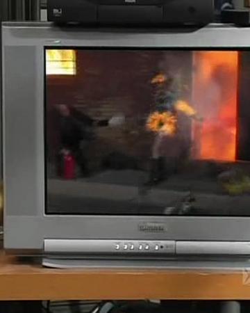 Frank Sets Sweet Dee on Fire.png