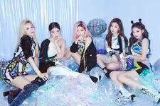 ITZY Group Promotional Picture (1)