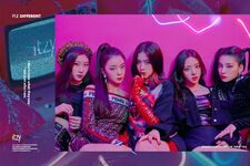 ITZY ITZ Different Promotional Picture Group 2