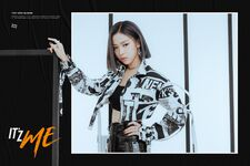 IT'z ME Ryujin Promotional Picture (1)