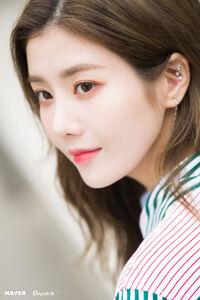 Naver x Dispatch Eunbi 6