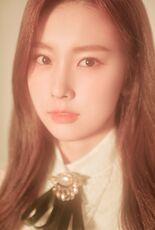 COLORIZ Photobook Rose Ver Hyewon 3