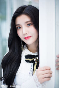 Eunbi Naver x Dispatch 2018 6