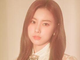 COLORIZ Photobook Rose Ver Hyewon 5