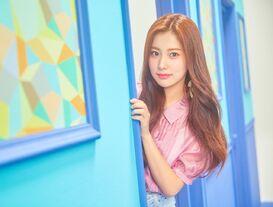 COLORIZ Photobook Color Ver Hyewon 5