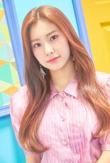 COLORIZ Photobook Color Ver Hyewon 4