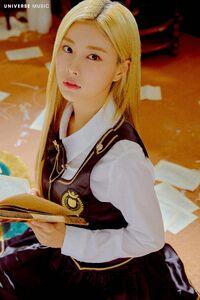 D-D-DANCE Hyewon