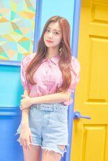 COLORIZ Photobook Color Ver Hyewon 3