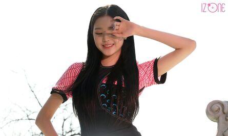 Wonyoung DAZED Behind4