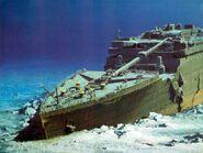 Titanic-on-the-ocean-floor1