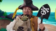 Sharky-Me Pirate Mom02