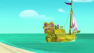 Golden Ship-The Queen of Never Land01