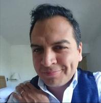 Víctor Ugarte la voz del Médico instructor (Jason Whyte).png