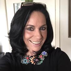 Rebeca Manríquez la voz de la Dra Grace Agustine.png
