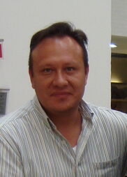 Andrés García la voz de Suit 1.jpg