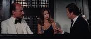 Anya et Bond face à Kalba